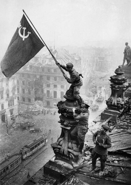 Red army soldiers raising the soviet flag over the reichstag in berlin, germany, april 30, 1945, photo taken by vladimir grebnev.