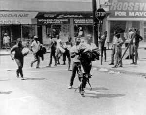 underwood archives/united states/1965 watts riot looting