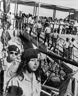 underwood archives/united states/brown berets leave catalina