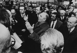 Mikhail Gorbachev taking questions from a crowd on the streets of Moscow