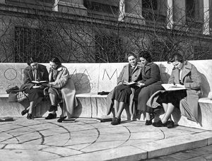Students Study At Columbia
